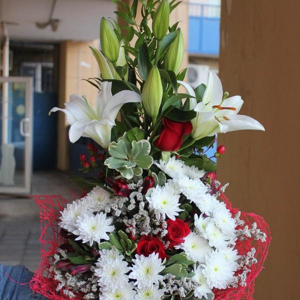 Дизайнерский букет из роз и хризантем, какие цветы подарить на свадьбу молодым от родителей